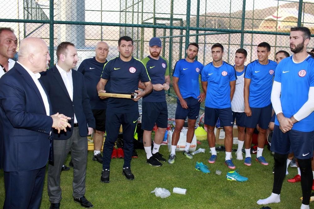 Başkan Sekmen, Antalyaspor kampında