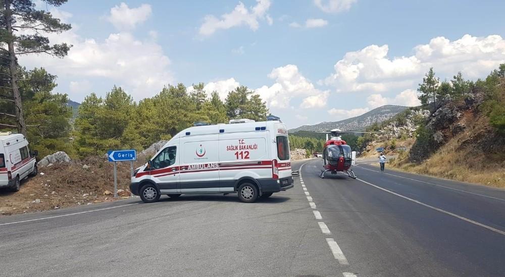 Çinli turistleri taşıyan tur otobüsü otomobil ile çarpıştı: 2 ölü, 31'i Çinli 33 yaralı
