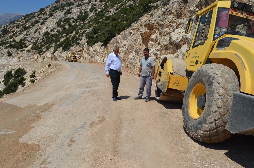 Dereköy-Macun-Yörenler grup yolu asfalta hazırlanıyor