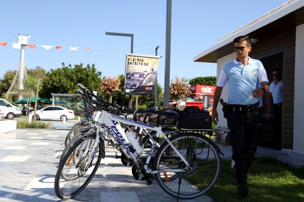 Dünyaca ünlü Konyaaltı sahili bisikletli 'Martı Timi'ne emanet