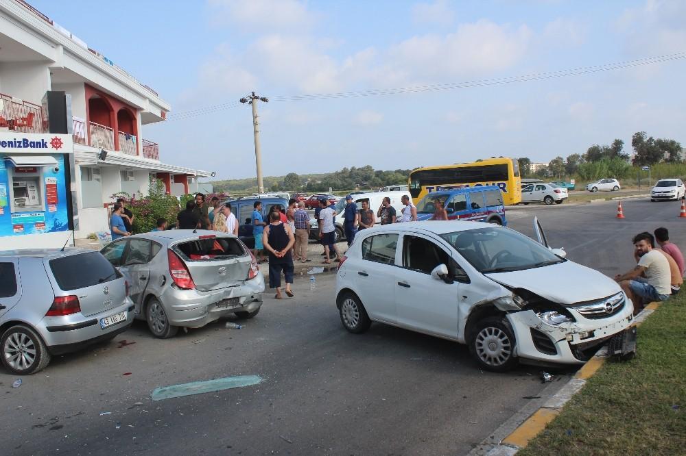 İngiliz rehber, yayaya ve park halindeki araçlara çarptı: 2 yaralı