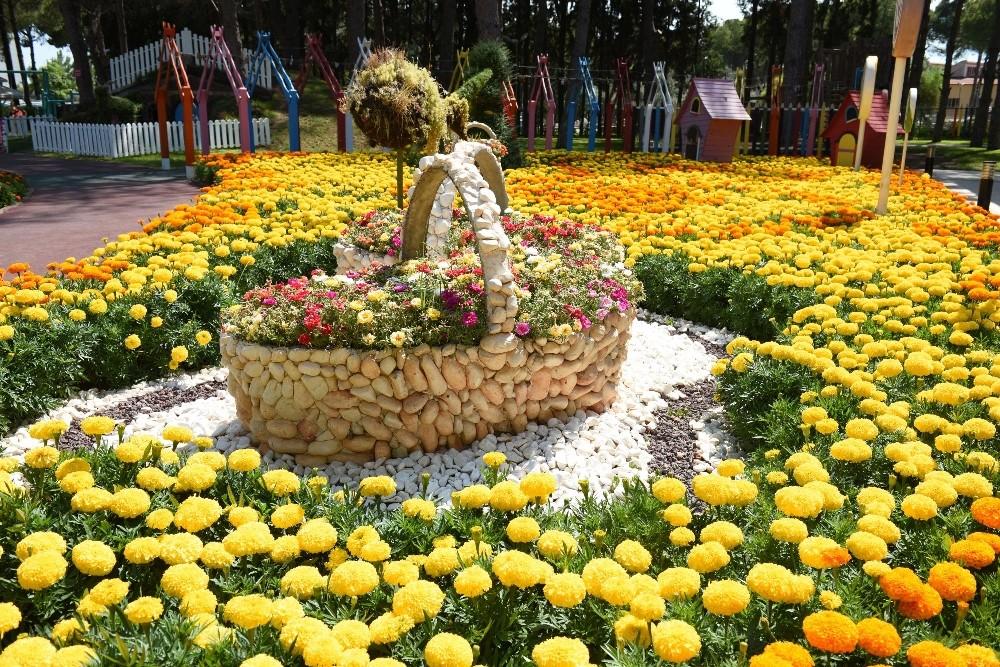 Kepez çiçeklerle süslendi