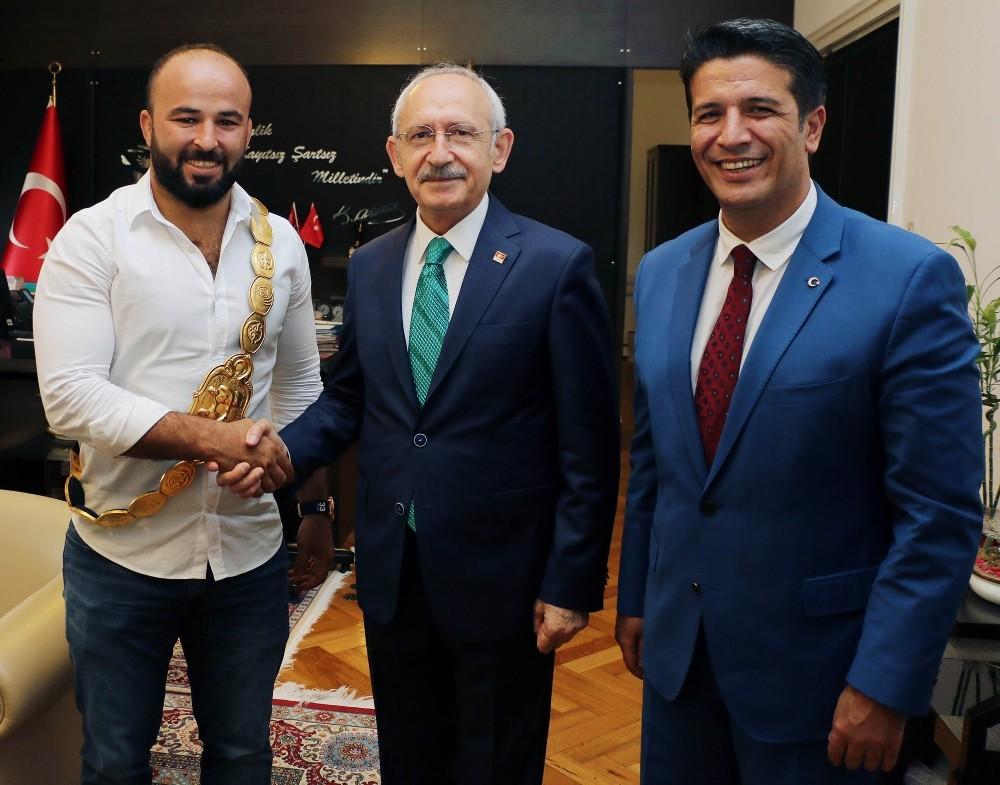 Kılıçdaroğlu, Genç ve Okulu'yu ağırladı