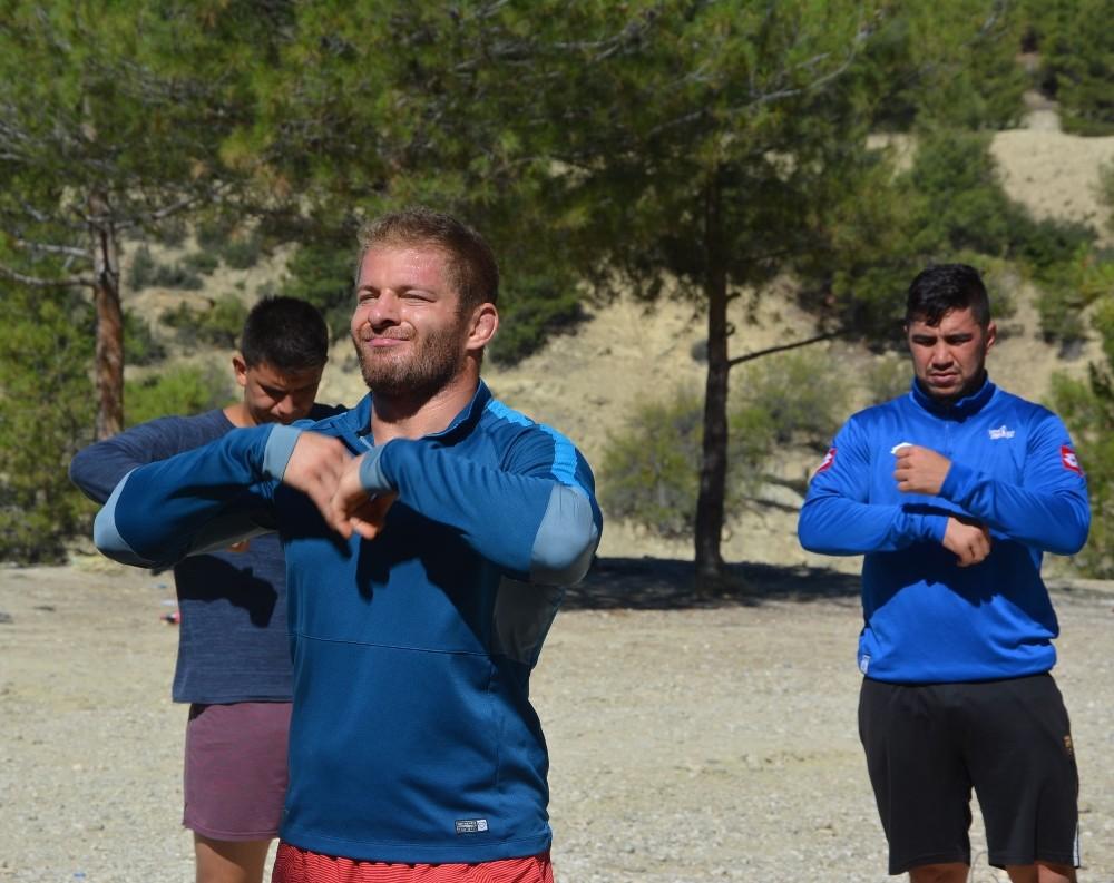 Kırkpınar'ın başpehlivanı Balaban güreşlere Antalya'da hazırlanıyor