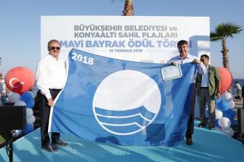 Konyaaltı sahili Mavi Bayrakla taçlandı