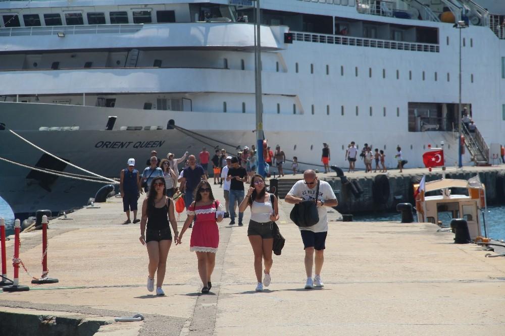 Lübnanlılar gemiyle geldi