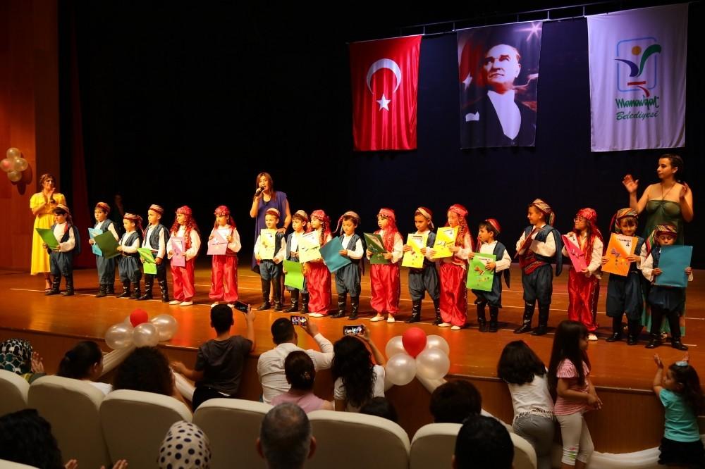 Manavgat Belediyesi Kreş ve Gündüz Bakımevi ilk mezunlarını verdi