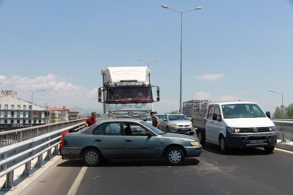 Manavgat'ta Köprülü kavşakta kaza