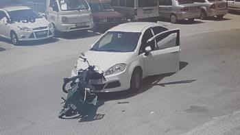 Manavgat'ta motosikletle otomobil çarpıştı: 1 yaralı