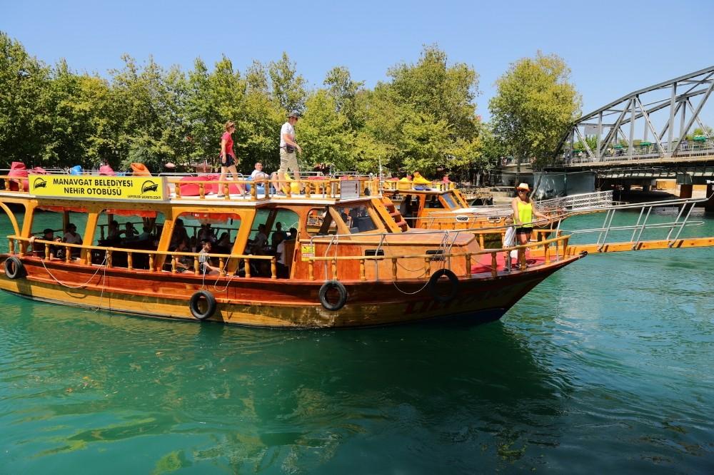 """Manavgat'ta ücretsiz """"Nehir Otobüsü"""" seferleri başladı"""