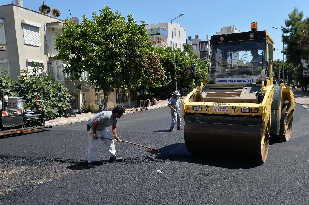 Muratpaşa Belediyesi, asfalt çalışmalarına devam ediyor