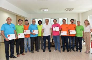 Muratpaşa'da diplomalı babalar sertifikalarını aldı