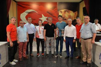 Muratpaşa'dan başarılı sporculara ödül