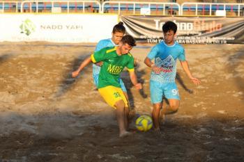 Plajda futbol rüzgarı