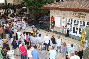 Side'de Girit Kahvesi ve Atatürk anıtı açıldı