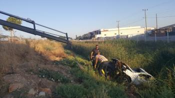 Takla atan otomobil kanala uçtu: 1 yaralı