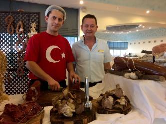 Türk gecesinde lezzet ve kültürü yakından tanıyorlar