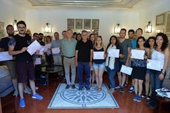 Yaz okuluna katılan öğrenciler, sertifikalarını aldı