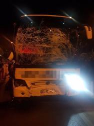 Yolcu otobüsü ile midibüs çarpıştı: 2 yaralı