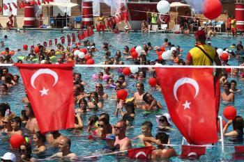 3 bin tatilciden 30 Ağustos'ta rekor denemesi