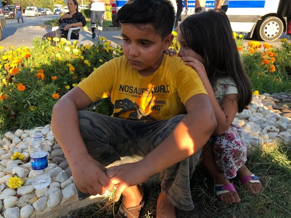 Alanya'da 2 otomobil çarpıştı: 1'i çocuk 3 yaralı