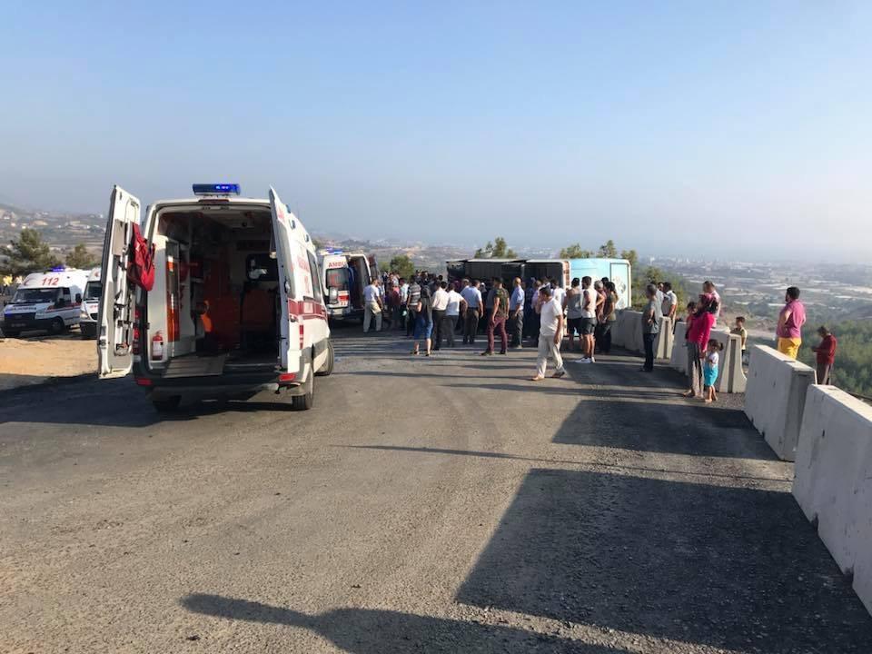 Alanya'da kermes dönüşü freni patlayan otobüs devrildi, yaralılar var