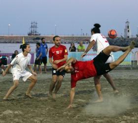 Alanya'da plaj futbolu heyecanı