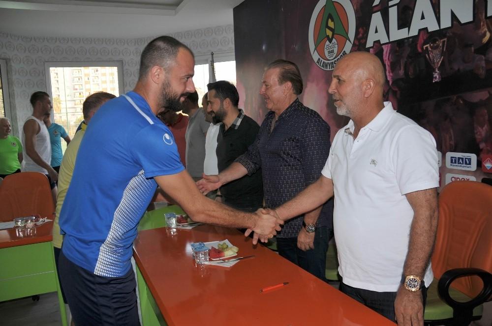 Alanyaspor'da bayramlaşma töreni yapıldı