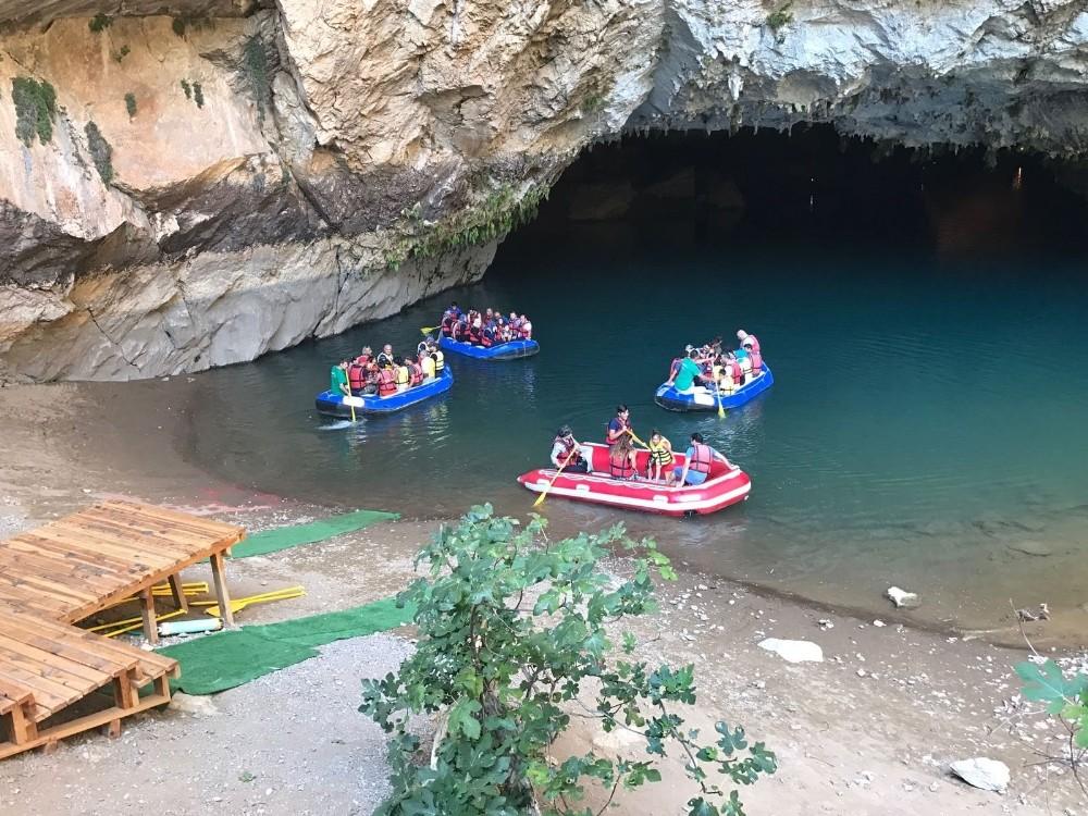 Altınbeşik Mağarası ziyaretçilerin akınına uğradı