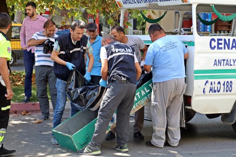 Antalya'da 100 metre ilerideki üst geçidi kullanmayan yaşlı kadın kazada hayatını kaybetti
