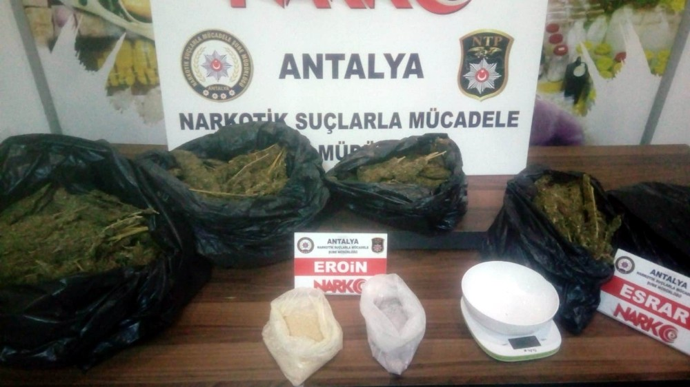 Antalya'da bir evde 9 kilo 800 gram esrar ele geçirildi