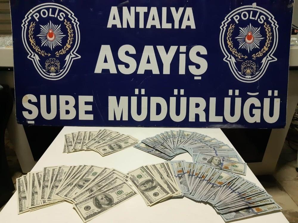 Antalya'da İranlı turiste dolar dolandırıcılığı