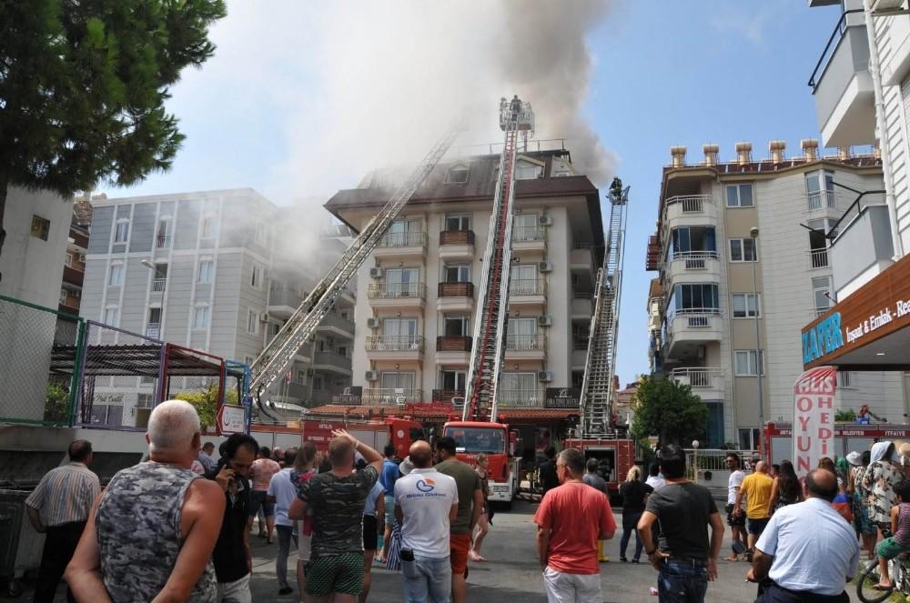 Antalya'da otelde yangın paniği