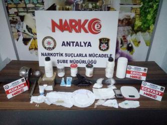 Antalya'da piyasa değeri 100 bin TL olan 1 kg 80 gram kokain ele geçirildi