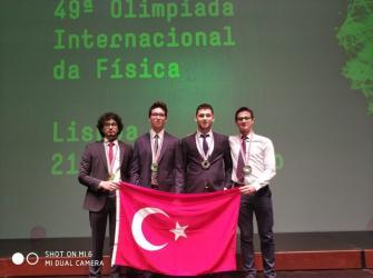 Bahçeşehir Koleji Fen ve Teknoloji Lisesi öğrencileri Portekiz'den madalyalarla döndü