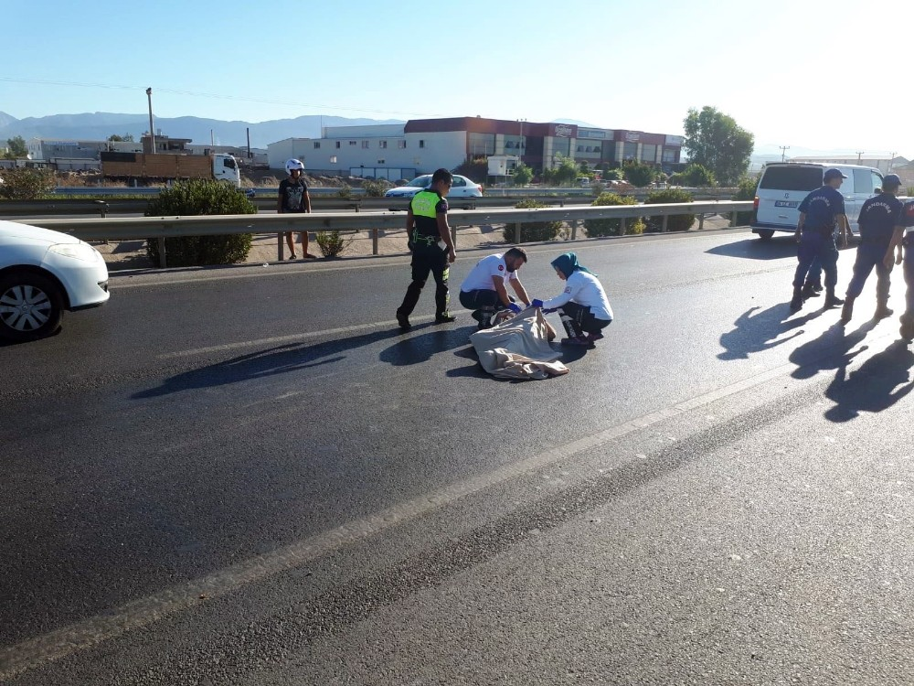 Çalıntı motosikletle kaza yaptı, 40 metre sürüklendi