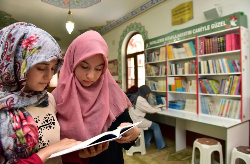 Kepez'in camilerine çocuk kütüphanesi