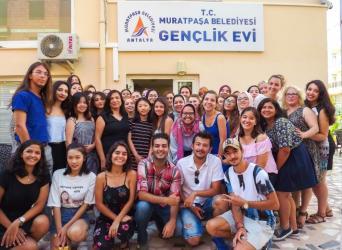 Kızıltoprak gençlik evi Avrupalı öğrencileri ağırladı