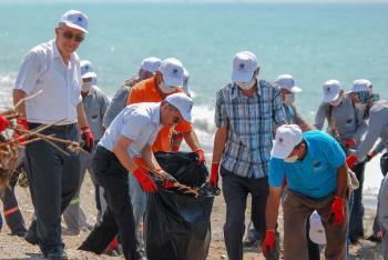 Kumluca'da sahil temizliği