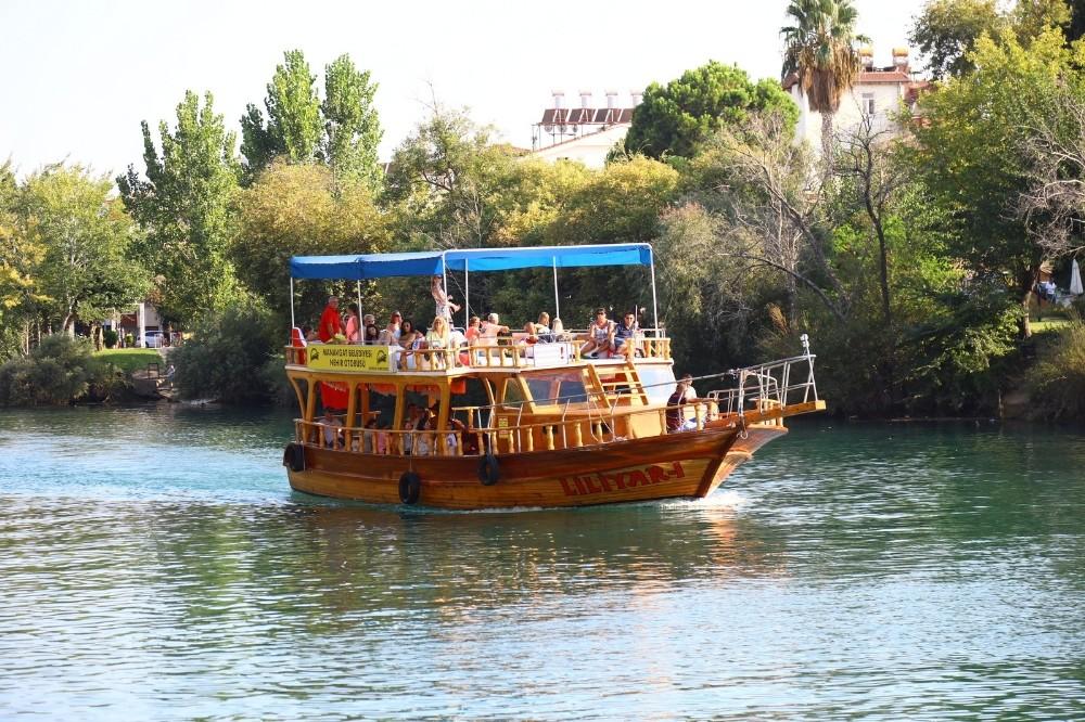 Manavgat Belediyesi'nin nehir otobüsü rekora koşuyor