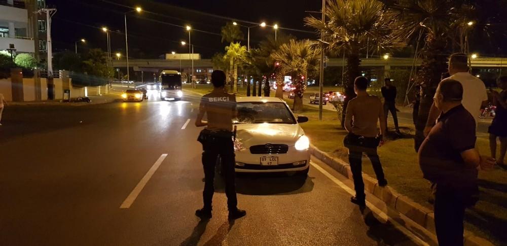 Manavgat'ta otomobilin çarptığı yaya yaralandı