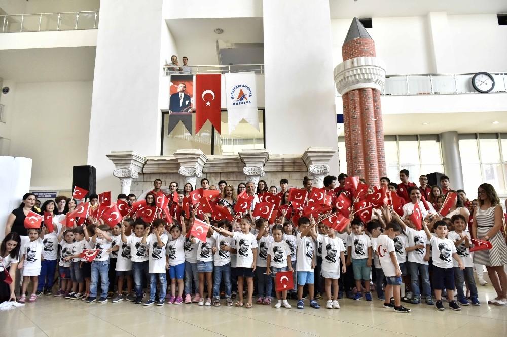 Muratpaşa'nın miniklerinden Zafer Bayramı kutlaması