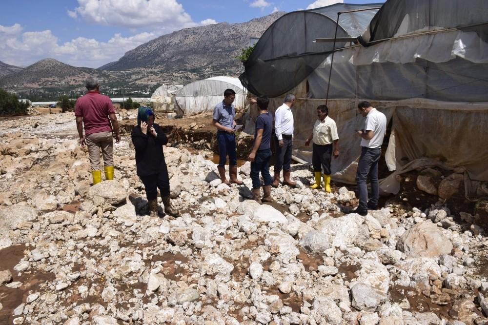 Özen, sel felaketinin yaşandığı Elmalı'da incelemelerde bulundu