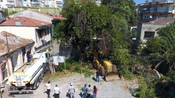 Sit alanı içinde tehdit oluşturan metruk binaların yıkımına başlandı