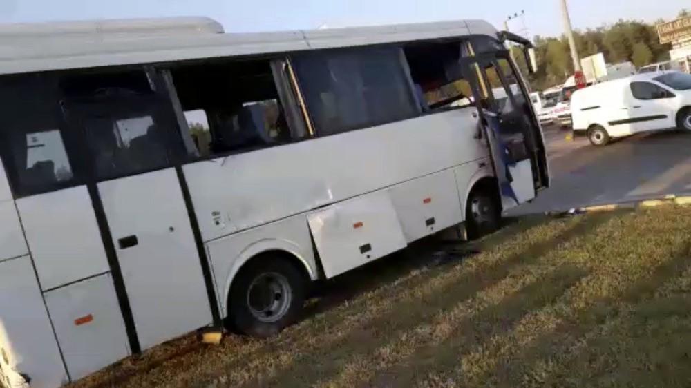 Tur midibüsünün karıştığı kazada can pazarı yaşandı (1)