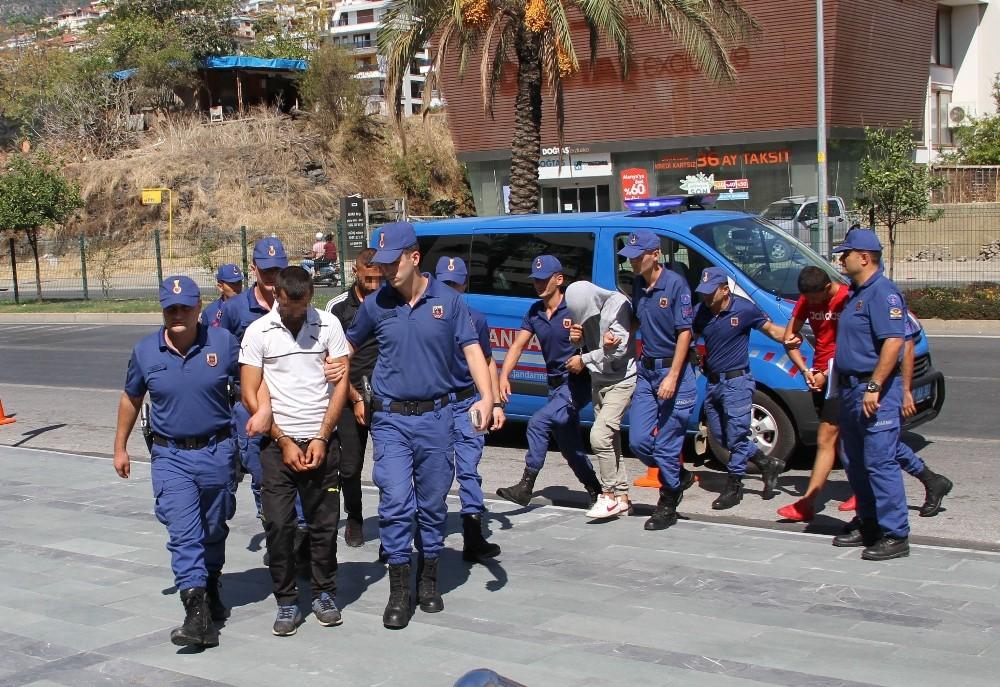 Alanya'da 200 bin TL'lik inşaat malzemesi çalan 4 şüpheliden 3'ü tutuklandı