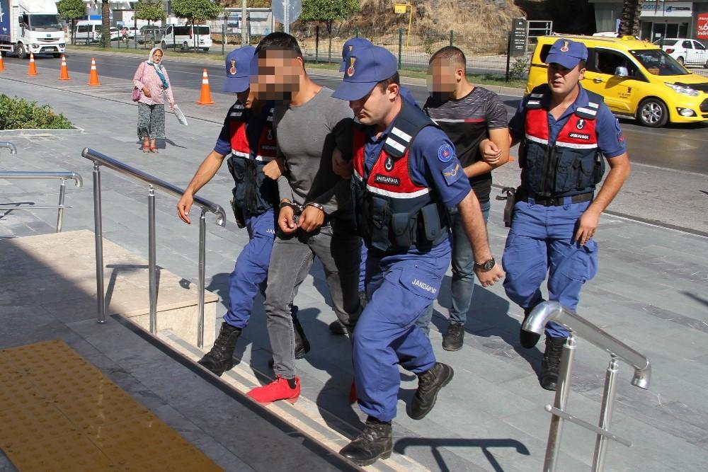 Alanya'da kendilerini polis olarak tanıtıp 59 bin lira dolandıran 3 şüpheli yakalandı