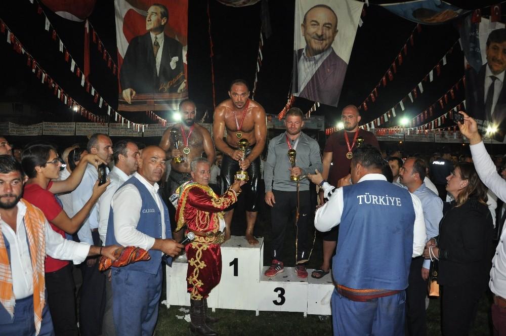Altın Kiraz'ın başpehlivanı Ali Gürbüz oldu