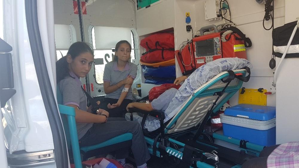 Antalya'da 50 ortaokul öğrencisi karın ağrısı şikayetiyle tedavi altına alındı