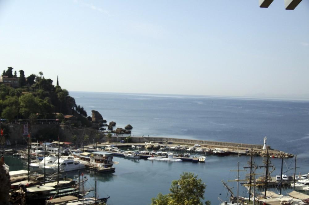 Antalya'da 5,2 ile sallandı